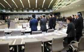 東京都庁で始まった豊洲移転問題を検証する都議会の百条委員会(11日午後)