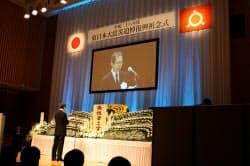 追悼復興祈念式で式辞を述べる内堀雅雄・福島県知事(11日、福島市)