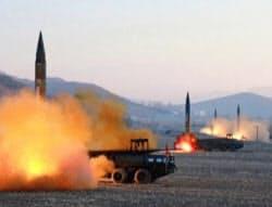 北朝鮮が3月6日に実施した中距離弾道ミサイル4発の連射の様子=AP