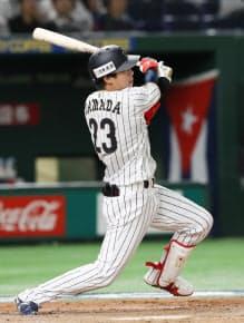 8回2死一塁、2点本塁打を放つ山田 =共同