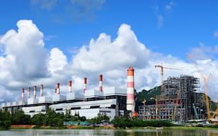 途上国での次世代火力発電導入は温暖化対策に有効との指摘もある(タイ北部のマエモ石炭火力発電所)