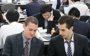 企業へ派遣される前に、ヒューマンリソシアで研修を受ける外国人技術者(2016年12月、東京・新宿)