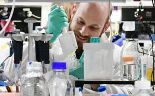 京都大学iPS細胞研究所で唯一の外国人主任研究員のクヌート准教授(京都市左京区)