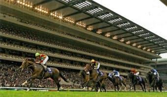 古馬牡馬が出られる芝2000メートルのG1はこれまで天皇賞・秋しかなかった(写真は昨年の天皇賞・秋)=JRA提供