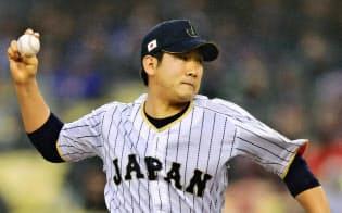 米国戦に先発した菅野には「1年間の投球を見つけるチャンス」とアドバイスした=共同