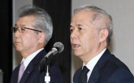 火力発電事業の統合について記者会見する東京電力HDの広瀬社長(右)と中部電力の勝野社長(28日午後、東京都中央区)