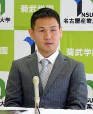 プロ引退と五輪挑戦を表明したWBOミニマム級チャンピオンの高山勝成選手(3日、愛知県尾張旭市)=共同