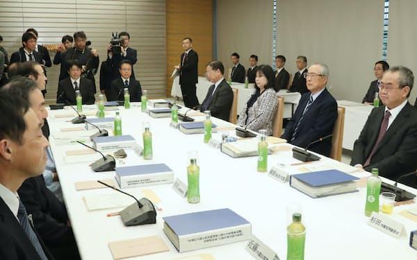 4日開いた有識者会議の会合(首相官邸)