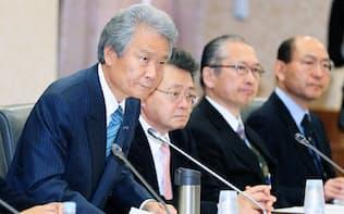 経団連の榊原会長(左)は財政制度等審議会の会長も務める