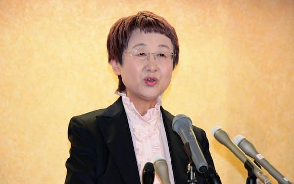 記者会見で不出馬を表明した奥山恵美子市長(8日、仙台市内)