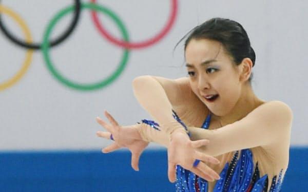 ソチ冬季五輪のフィギュアスケート女子フリーで演技する浅田真央(2014年2月)