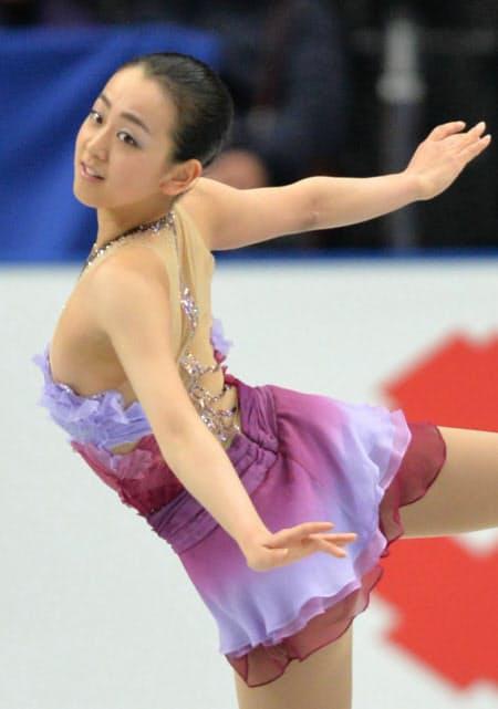フィギュアスケート全日本選手権、女子シングルSPで首位にたった浅田真央の演技(2013年12月22日、さいたまスーパーアリーナ)