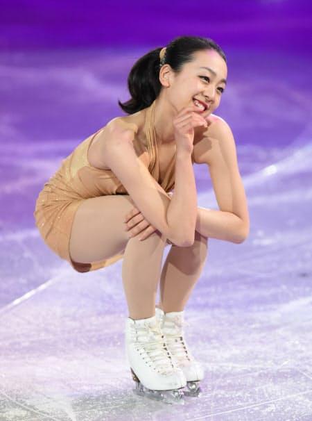 ソチ五輪のフィギュアスケートエキシビションで演技する浅田真央選手(2014年2月)
