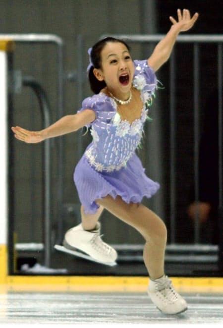 2002年12月、全日本選手権で演技する浅田真央(京都アクアリーナ)=共同