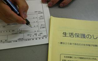 日本経済の不振が長引くにつれ、生活保護への風当たりは強まっている