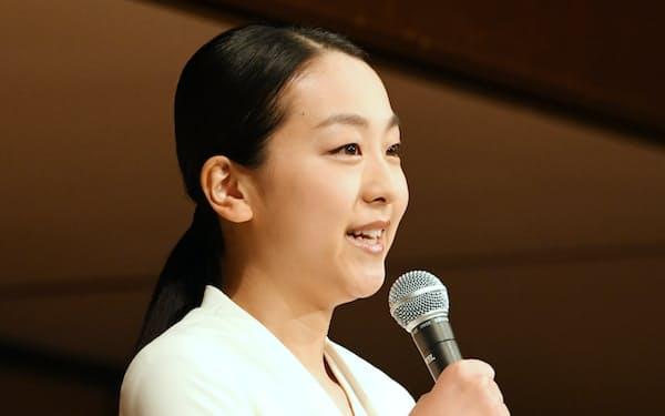 記者会見で引退を発表する浅田真央選手(12日午前、東京都港区)