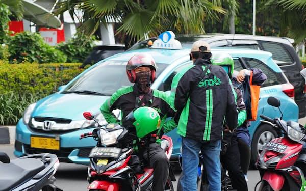 インドネシアでは配車アプリの普及がタクシー業界を脅かす(グラブの運転手)