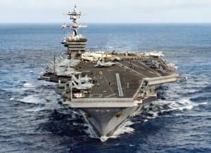 1月、太平洋を航行する米海軍の原子力空母カール・ビンソン=米海軍提供・ロイター