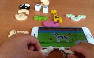 おもちゃをアプリに取り込み、動物クイズなどで遊べる