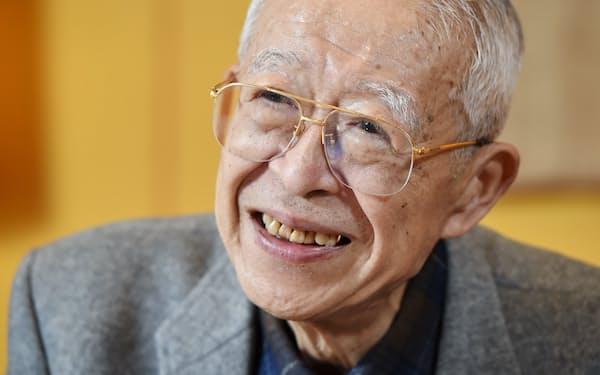 やまざき・まさかず 1934年京都市生まれ。大阪大名誉教授。劇作家、評論家。サントリー文化財団の創設以来、活動をリードしてきた。中央教育審議会会長などを歴任。最近、インタビューをまとめた著作「舞台をまわす、舞台がまわる」が出た。