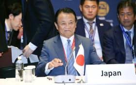 日ASEAN財務相・中央銀行総裁会議に臨む麻生財務相(5日午前、横浜市)