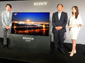ソニーは画面から音が出る有機ELテレビを6月に発売する(8日、都内)