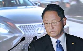 決算発表に臨むトヨタ自動車の豊田章男社長(10日午後、東京都文京区)