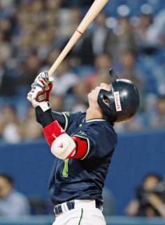 ヤクルト・山田は4月末の打率が1割台と低迷した=共同