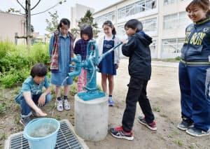 校内に設置された防災井戸(兵庫県伊丹市の市立瑞穂小学校)