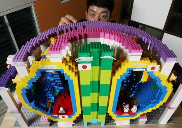 国際熱核融合実験炉をレゴブロックで再現した模型(京都府宇治市の京都大エネルギー理工学研究所)