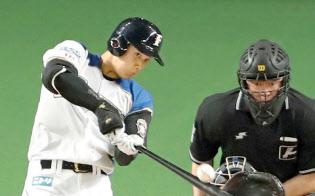 才能や技術力も重要な資源と捉えることができる(二塁打を放つ大谷選手。4月、札幌ドーム)