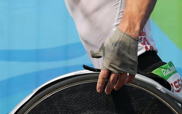 昨年のリオデジャネイロ・パラリンピックでも銀色のヘルメットをかぶって優勝した