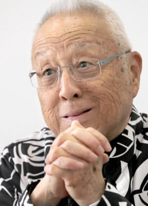 うえだ・しんじ 1933年大阪府生まれ。早稲田大学卒。57年に宝塚歌劇団に演出家として入団。96年から2004年まで歌劇団理事長を務め、現在は歌劇団特別顧問。長男は日本舞踊の上方舞山村流宗家の山村友五郎。