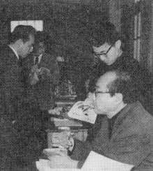 尊敬する劇作家、北條秀司さん(右手前)と植田さん(右奥)