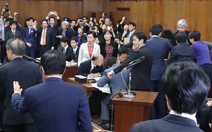 共謀罪」法案、衆院委で可決 与党が強行採決: 日本経済新聞