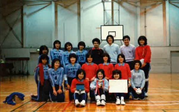 勝つためにはリズムが必要なことを学んだ(東京女子大監督時代、本人後列右から2人目)