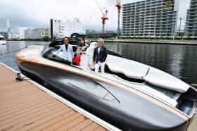 トヨタ自動車が公開した、高級車ブランド「レクサス」のデザインや技術を取り入れて試作したボート「レクサス・スポーツヨット・コンセプト」(26日午後、東京都品川区)=共同