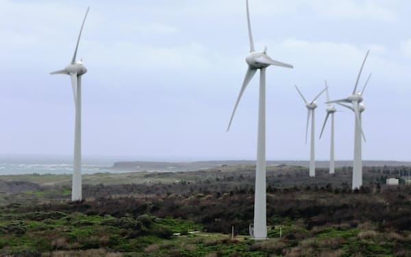 台湾は「アジア最高レベルの風力発電適地」といわれる(4月、澎湖島の風力発電機)