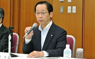 1日に都内で記者会見した日本ガス協会の岡本毅会長(東京ガス会長)