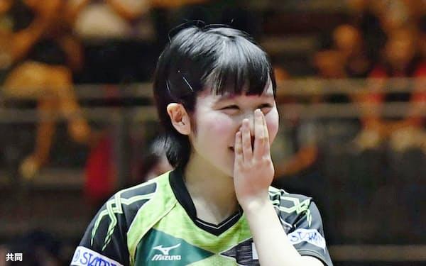 女子シングルス準々決勝に勝利し、喜ぶ平野美宇。銅メダル以上が確定した=共同