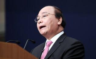 基調講演するベトナム首相のグエン・スアン・フック氏(5日午前、東京都千代田区)