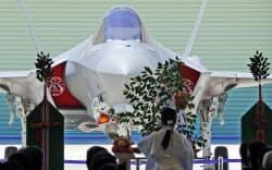公開された戦闘機「F-35A」(5日、愛知県豊山町の三菱重工小牧南工場)=今井拓也撮影