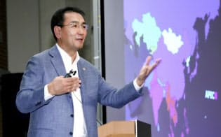 講演するモンゴルのツェンド・ムンフオルギル外相(5日、東京都千代田区)