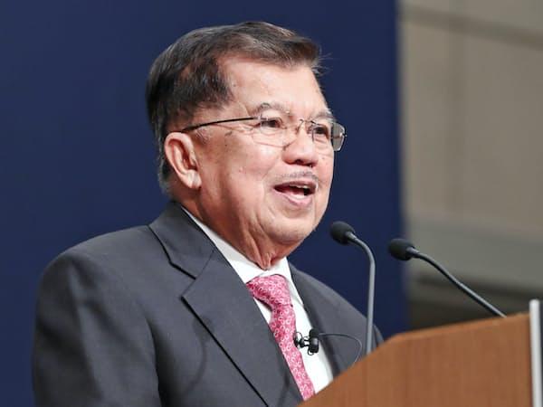 講演するインドネシアのユスフ・カラ副大統領(5日、東京都千代田区)