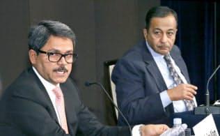 「南アジア経済圏の商機と課題」をテーマに討論するバングラデシュ外務担当国務相のシャリアール・アラム氏(左)とインド応用経済研究所上席研究顧問のラジェシュ・チャダ氏(6日、東京都千代田区)