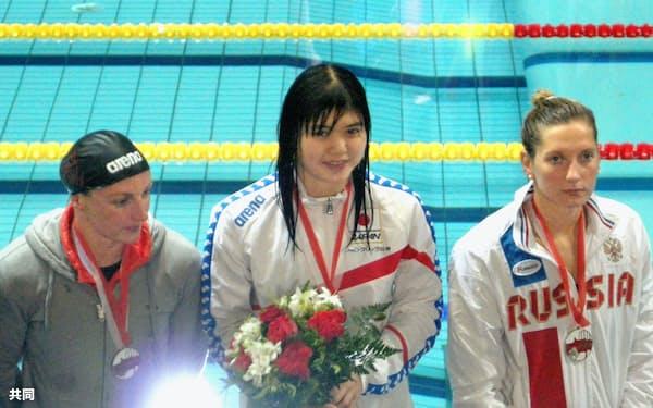 競泳の欧州グランプリで女子200メートルバタフライを制した長谷川涼香=中央(11日、モナコ)=共同