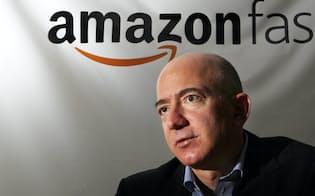 インタビューに答えるジェフ・ベゾス米アマゾン・ドット・コム最高経営責任者(CEO)(2012年4月13日、東京都目黒区)