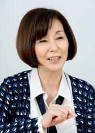 インタビューに答える野際陽子さん(2015年4月、東京都内)=共同