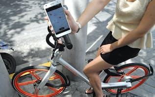 スマホの地図上で最寄りの自転車を探すことができ、料金もスマホで自動決済できる