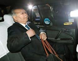 竜王戦ランキング戦で敗れ、タクシーで会場を後にする加藤一二三・九段=20日夜、東京都渋谷区の将棋会館
